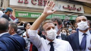 ظهر ماكرون كما لو أنه يتجوّل في مدينة فرنسية عندما زار بيروت بعد الانفجار
