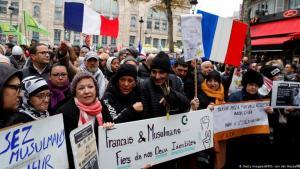 هل تفلح احتجاجات الشارع في وضع حد للاسلاموفوبيا المتصاعدة في فرنسا ودول أوروبية أخرى؟Foto: Getty Images/ AFP G. Van der Hasselt
