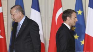 خلاف سياسي كبير: الرئيس الفرنسي إيمانويل ماكرون (يمين) والرئيس التركي رجب طيب إردوغان في اجتماع رسمي، صورة أرشيفية من عام 2018.  Foto: picture-alliance/AP/L.Marin