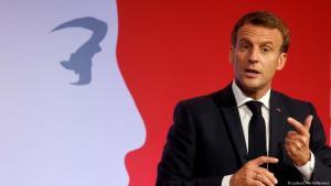 """الرئيس إيمانويل ماكرون خلال خطابه الذي أعلن فيه عن خطته لمكافحة """"الانفصالية الإسلامية"""" في فرنسا .Foto: (Ludovic Marin/Reuters)"""