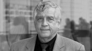 فولكهارد فيندفور، الصحفي الألماني. فولكهارد فيندفور، الصحفي الألماني الذي عشق مصر وعاش فيها نحو 60 عاما ومات فيها وأوصى بأن يدفن في ثراها.