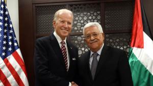 الرئيس الفلسطيني محمود عباس مع الرئيس الامريكي المنتخب جو بايدن في صورة من الأرشيف  (Credit: Debbie Hill/AP Photo/picture alliance ).