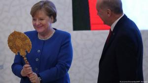 التفاوض يتعثر مجددا: بدءا من عام 2013 عادت المفاوضات مجددا، خاصة بعد مغادرة الرئيس الفرنسي نيكولا ساركوزي الذي كان معارضا بقوة لفكرة الانضمام. لم تغيّر ميركل موقفها لكنها أبدت مرونة واضحة، بيدَ أن تركيا وضعت هي الأخرى شروطها المالية الخاصة لاسيما مع تحملها موجة اللاجئين. وجاء قمع مظاهرات ميدان تقسيم 2013 ليوقف المفاوضات مرة أخرى.