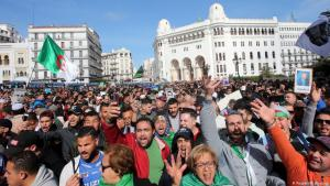 مظاهرات في الجزائر العاصمة في 21 فبراير / شباط 2020 . انتشار فيروس كورونا أعاق الاحتجاجات في الجزائر.  (photo: Reuters/R. Boudina)