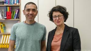 مطورا لقاح كورونا ألمانيان من أصول تركية -  الطبيب أوغور شاهين والطبيبة أوزليم توريجي، المنحدرين من تركيا البلد المصدر لأكبر عدد من المهاجرين في ألمانيا.
