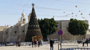 شجرة عيد ميلاد - عيد الميلاد 2020 في بيت لحم بلا أجواء العيد بسبب كورونا - الضفة الغربية الفلسطينية.
