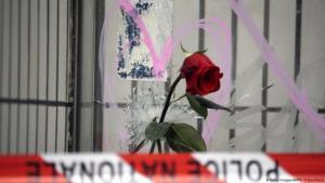 """فرنسا - مقهى """"لا بون بير"""" أثناء الحداد بعد هجمات باريس. (Getty Images/AFP/K. Tribouillard)"""