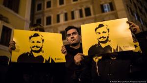 حتى في يناير 2020 في الذكرى السنوية الرابعة لمقتل الباحث الإيطالي جوليو ريجيني في مصر كان متظاهرون في روما لا يزالون يطالبون بتوضيح ملابسات القضية.  (Foto: Amoruso/ Pacific Press / Picture Alliance)