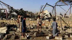 اليمن - بعد قصف جوي على صنعاء. Foto: Getty Images/AFP/M. Huwais
