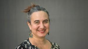 مؤرخة الفن ويندي شو أستاذة تاريخ الفن في الثقافات الإسلامية بجامعة برلين الحرة.  (photo: Bernd Wannenmacher)