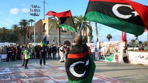 أطاحت ثورة السابع عشر من فبراير/ شباط 2011 بنظام معمر القذافي الذي حكم ليبيا لمدة 42 عاماً تقريباً، لكن البلاد انزلقت إلى حالة من الفوضى والوضع الأمني في البلاد متدني، حيث تسيطر الميليشيات على مدن ومناطق خاصة بها.