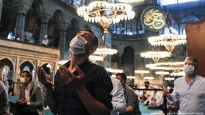 داخل مسجد في تركيا خلال صلاة عيد الأضحى عام 2020