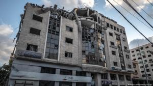 قطاع غزة - مبنى تجاري مدمر بغارات جوية إسرائيلية في قتال دامَ 11 يوما  بين إسرائيل وحماس - مايو / أيار 2021.