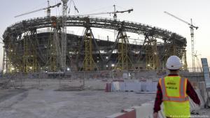 منظمة العفو الدولية لحقوق الإنسان تعارض فكرة مقاطعة بطولة كأس العالم 2022 لكرة القدم في قطر. وكانت جمعيات حقوقية ورابطات تشجيع لكرة القدم دعت إلى مقاطعة البطولة، ويرجع ذلك أساساً إلى معاملة العمال المغتربين في البلاد.