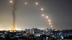 إطلاق صواريخ من قطاع غزة على إسرائيل في 10 مايو / أيار 2021.  (Mahmud Hams/AFP/Getty Images Abgefeuert)