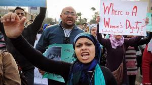 نساء محتجات في القاهرة عام 2012 – مصر. Foto: dapd