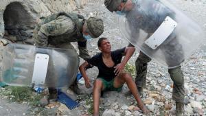 انهار الطفل المغربي أشرف عند فشل محاولته للهجرة وإلقاء القبض عليه في سبتة الإسبانية.