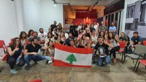 Members of the Minteshreen movement in Lebanon with a Lebanese flag (photo: Minteshreen)