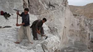 أفغانستان - عمال ينقبون عن الموارد الطبيعية. (Foto: Jawed Kargar/dpa/picture alliance)