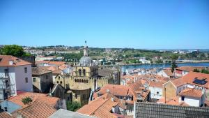 كاتدرائية مدينة كويمبرا تعود إلى القرن الثاني عشر - البرتغال.  (photo: Marta Vidal)