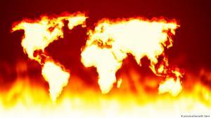 صورة رمزية: تغير المناخ في العالم  Symbolbild Globus Klimawandel  Foto Picture Alliance
