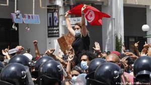 مظاهرة في العاصمة التونسية تونس ضد تردي الاوضاع الاقتصادية في البلاد. الصورة (Foto: Fethi Belaid/AFP/Getty Images)