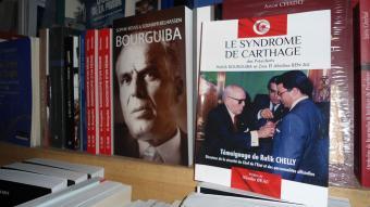 كتب عن بورقيبة في مكتبة في شارع الحبيب بورقيبة بتونس. DW