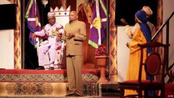 """المسرحية السودانية """"النظام يريد ..."""" في الخرطوم: يونيو 2013.   Fotograph: Osman Shinger  DW"""