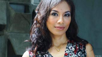 المؤلفة ونجمة المشهد الأدبي الإندونيسي أيو يوتامي