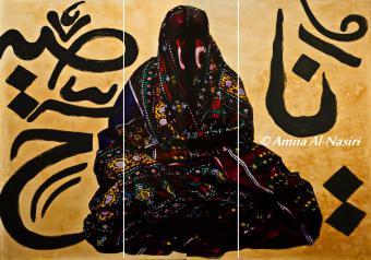 """إمرأة بـ""""الستارة"""" العباءة الصنعانية التقليدية، والتي تُعد من أبرز ملامح الزي التقليدي للمرأة اليمنية، وجزء من شخصية المرأة والبيئة الصنعانية."""