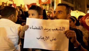 متظاهر ضد الإرهاب في تونس. صورة من الأرشيف