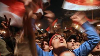 متظاهرون في مصر في ميدان التحرير وسط القاهرة خلال ثورو يناير 2011