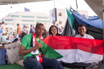 متظاهرون ومتظاهرون في الخرطوم السودان. الصورة Mudathir Rmrm