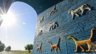 يقع موقع بابل الأثري على بعد 85 كيلومترا من العاصمة بغداد ويتكون من آثار المدينة التي كانت مركز الإمبراطورية البابلية الحديثة بين عامي 626 و539 قبل الميلاد إلى جانب عدد من القرى والمناطق الزراعية المحيطة بالمدينة القديمة (الصورة بيكتشر اليانس )