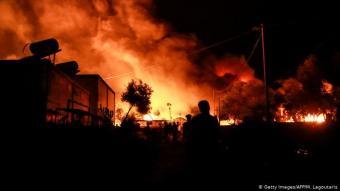 ليلة الحرائق: في ليلة الأربعاء (9 سبتمبر/ أيلول 2020) اشتعلت حرائق في مخيم اللاجئين موريا في جزيرة ليسبوس اليونانية وفي عدة مواقع. ولذلك هناك فرضية أن الحرائق اُضرمت عن قصد. بعض سكان المخيم تحدثوا عن إحراق متعمد من طرف سكان محليين. وهناك تقارير تفيد بأن لاجئين هم الذين أضرموا النيران.