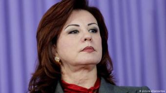 """ليلىبن علي وأبناؤه: لا تزال زوجة الرئيس التونسي الأسبق الراحل، زين العابدين بن علي،ليلى بنعلي(64 عاماً) التيتطلقعليهاغالبيةمنالتونسييناسم""""الحلاّقة""""،تعيشفيجدةمعابنهاالوحيدمحمدوابنتهانسرين،وهيمنأكثروجوهنظامبنعليكرهامنقبل التونسيينوتلاحقفيعددمنالقضايا. ابنتها، نسرينتزوجت بفنانالرابالمشهوركادوريمالذيظهرفيصورمعالعائلةثمتحدثتالصحافةالمحليةعنطلاقهما فيما بعد."""
