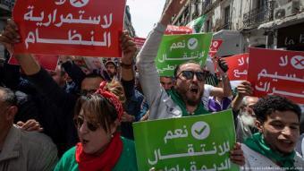 متظاهرو الحراك يطالبون باستقلالية القضاء وإطلاق سراح معتقلي الحراك.