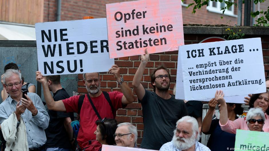 ألمانيا - 15 عاما بعد تفجير سوق مسلمين في كولونيا: احتفال بالذكرى الـ70 لدستور ألمانيا وتجاهل إرهاب نازيين جدد ضد مهاجرين - Qantara.de