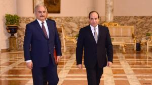 الرئيس المصري عبد الفتاح السيسي مستقبلا الجنرال خليفة حفتر، الرجل القوي في ليبيا. الصورة REUTERS